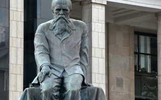 Какой памятник у библиотеки им ленина. Памятник достоевскому возле ргб